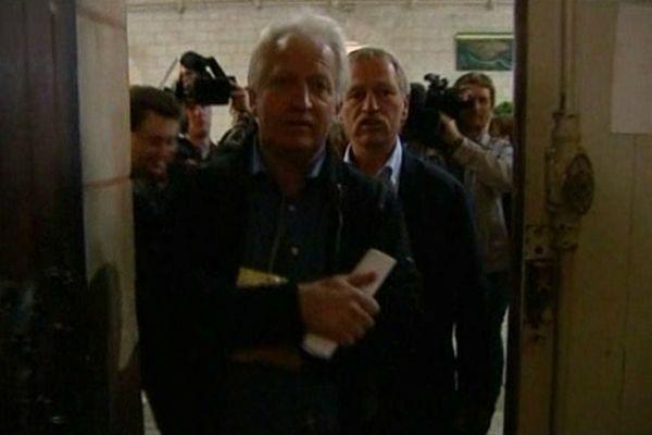 François Dufour (à gauche) et José Bové au tribunal de Poitiers en février 2012 (archive France 3 Basse-Normandie