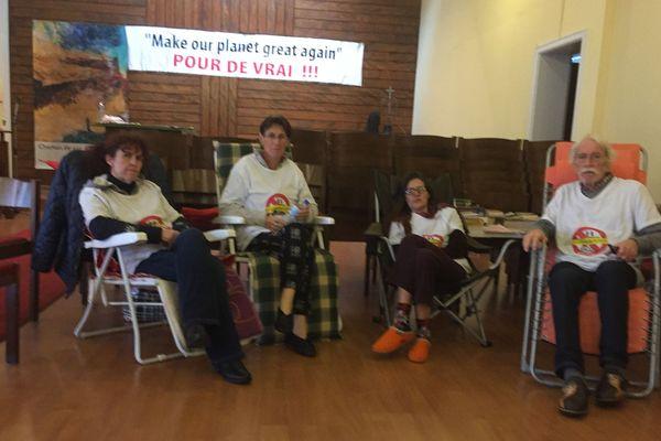 Grévistes de la faim anti-GCO sur le lieu de jeûne