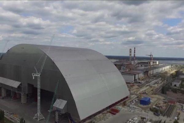 Le dôme qui doit assurer la sécurité de la centrale de Tchernobyl