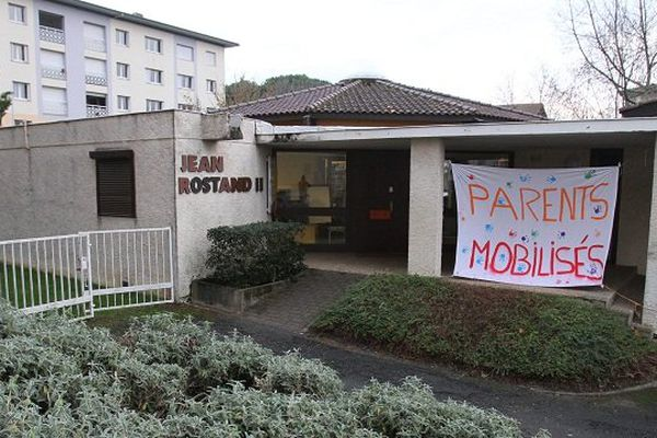 Au Garros, à Auch, parents et enseigants sont mobilisés depuis plus d'un mois pour rester dans le Réseau d'Education Prioritaire (REP).