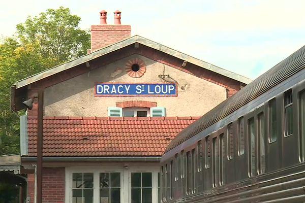 Le Train des Rêves est installé dans l'ancienne gare de Dracy-Saint-Loup, en Saône-et-Loire.