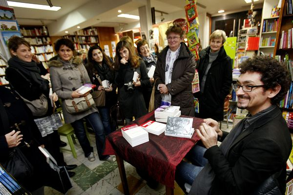 L'écrivain Foenkinos à la librairie Tirloy, le 28 novembre 2011