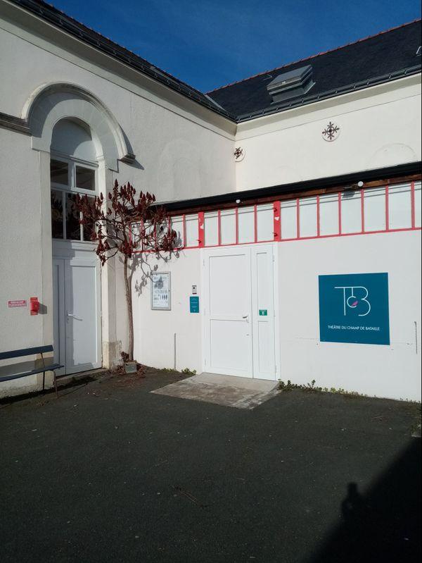 l'aventure du Théâtre du Champ de Bataille sous cette forme démarre en 1996 à Angers