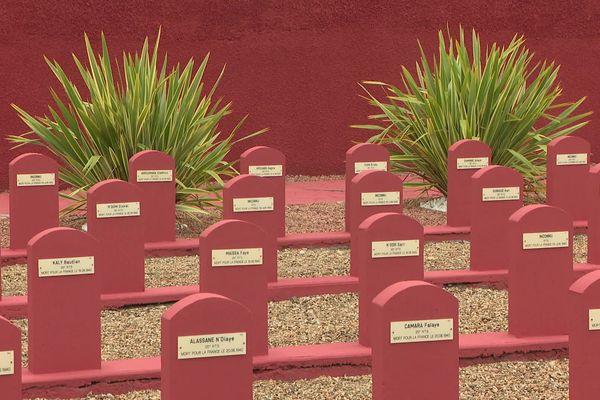 Un symbole! Ici reposent 188 tirailleurs sénégalais. Soldats de l'Afrique occidentale colonisée....ils s'appelaient, Sidi, diarra, moustapha, diop etc... Sans compter la cinquantaine detombes sans nom.