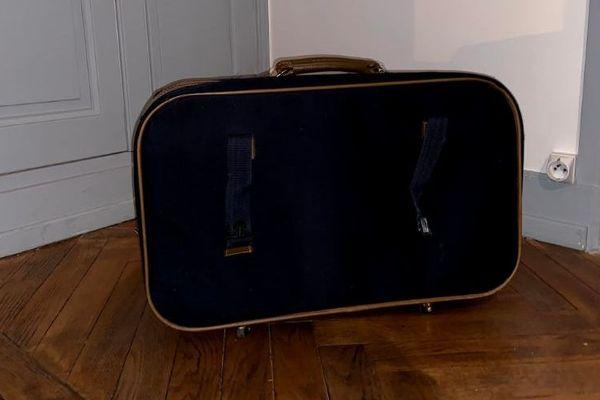 Placé à l'âge de 7 ans, Tony n'avait que cette valise, une peluche et quelques vêtements quand il est arrivé en famille d'accueil.