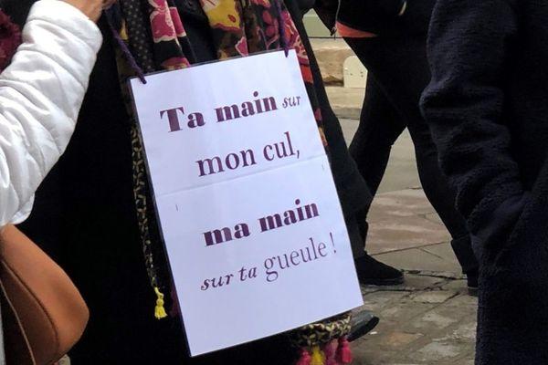 Une manifestation contre les violences sexistes et sexuelles a eu lieu à Dijon, comme un peu partout en France, samedi 24 novembre 2018 soit un an après le début de la vague #MeToo.