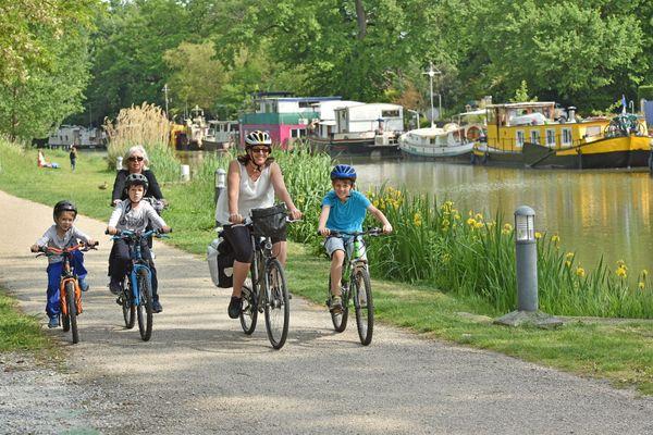 Les promenades en vélo le long du canal du midi et des Deux-Mers ainsi que les locations de péniches ont attiré une clientèle en majorité française.