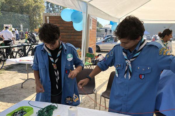Marc et Timothé anime un stand aux Virades de l'espoir de Villeneuve-Loubet