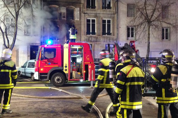 Cinquante pompiers sont intervenus pour éteindre l'incendie