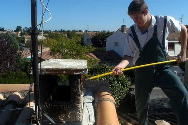 Le ramonage des cheminées doit être effectué au moins une fois par an.