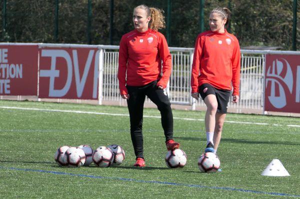Elise Bussaglia (à droite) s'entraîne au stade des Poussots à Dijon.