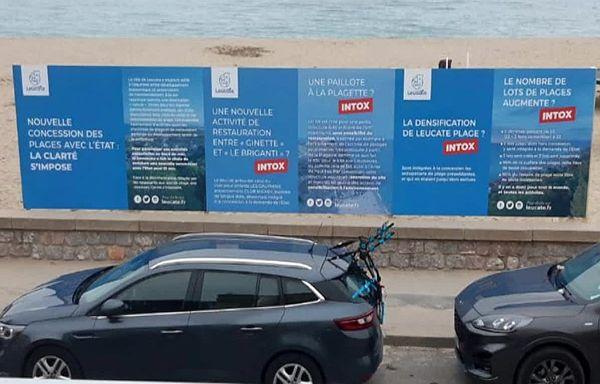 Leucate (Aude) - le maire s'explique par panneaux d'affichage sur le projet d'aménagement de la plage - août 2021.
