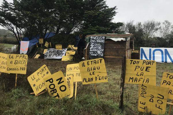Les opposants au port de Brétignolles se sont installés sur le site, 8 octobre 2019