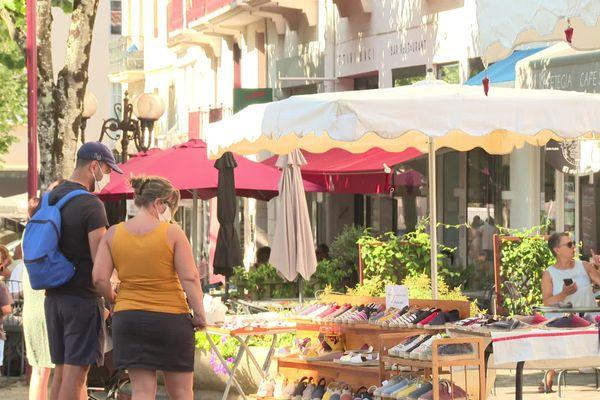 Les différents marchés d'Hendaye ne sont accessibles qu'avec un masque, depuis le 16 juillet.