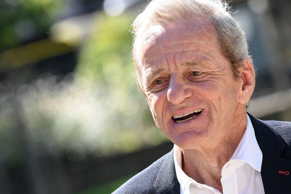 L'ancien maire de Grenoble Alain Carignon va faire son retour au conseil municipal avant même les élections municipales.