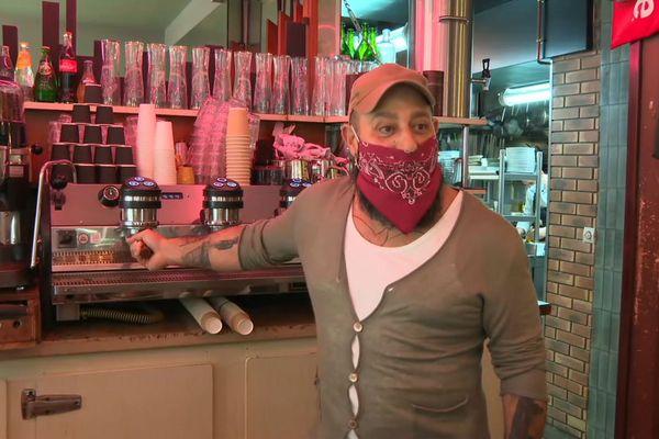 Jean-Philippe Nikoghossian, directeur du café La Perle situé dans le IIIe arrondissement de Paris.