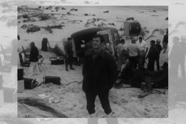 Jean-Paul Belmondo sur le tournage de Week-end à Zuydcoote.