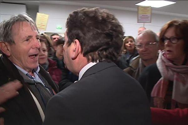 L'adjoint au maire de Bordeaux Jean-Louis David s'en prend à un manifestant à Saint-Augustin ce samedi 27 janvier 2018.