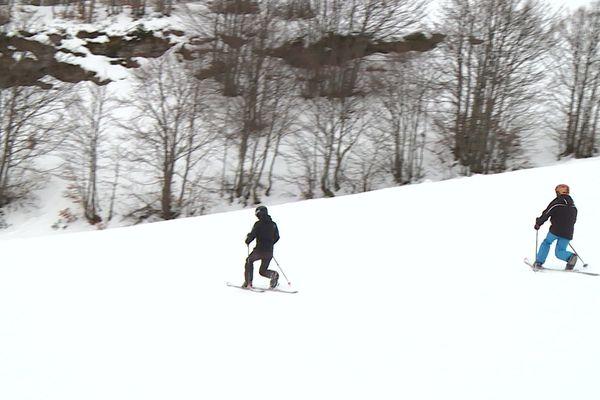 La station de Gourette propose des initiations au télémark pour attirer les skieurs en période creuse, une technique vieille de 150 ans