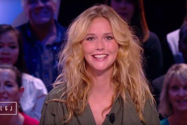 """Raphaëlle Dupire a animé la Météo du """"Grand Journal"""" pendant deux petites semaines avant d'être écartée."""