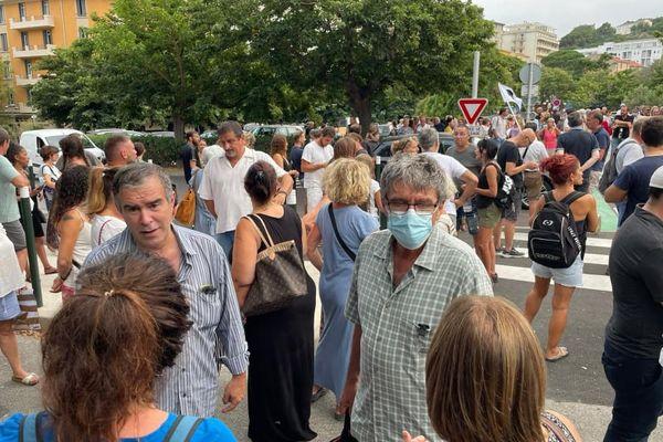 Les manifestants se sont réunis devant la Préfecture, à Bastia.