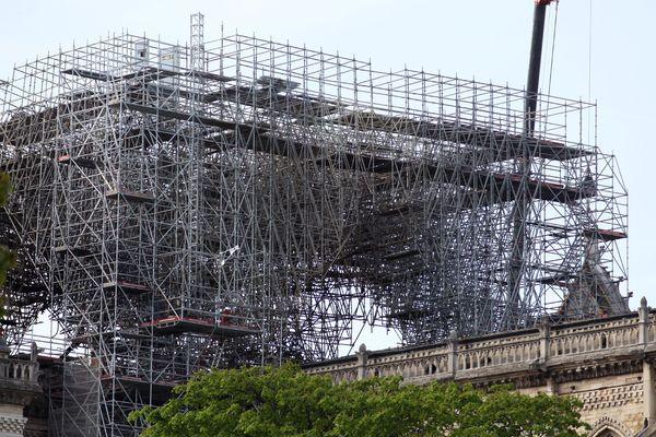 Paris le 17 avril 2019. L'imposante structure qui devait à terme peser 500 tonnes était en cours de montage par l'entreprise Europe Échafaudages, une filiale de Le Bras Frères.
