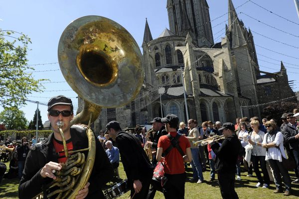 En cette année 2020, les fanfares de Jazz sous les pommiers n'investiront pas les rues de Coutances (Manche).