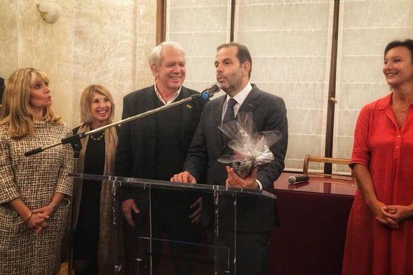 Yves Moraine, maire du 6/8 et Laure-Agnès Caradec, adjointe à l'urbanisme, lors de la soirée chocolat