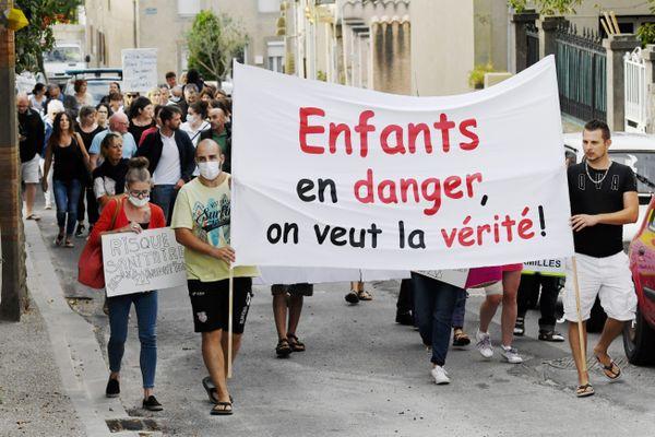 Ce jeudi, les conclusions du rapport de la commission d'enquête sénatoriale sur la pollution des sols seront dévoilées. Le 2 septembre 2019, les parents d'élèves de Conques-sur-Orbiel manifestaient.
