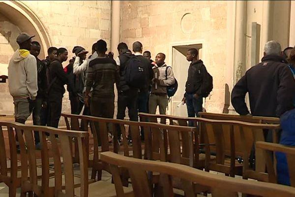 Les jeunes migrants se sont réunis hier soir dans l'église Saint-Ferréol pour prendre leur décision