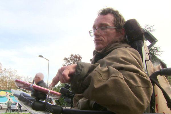 Jonathan Dupire, un des trois cofondateurs de Mobilib, est handicapé moteur et a pu constater les besoins d'échanger et de partager des solutions.
