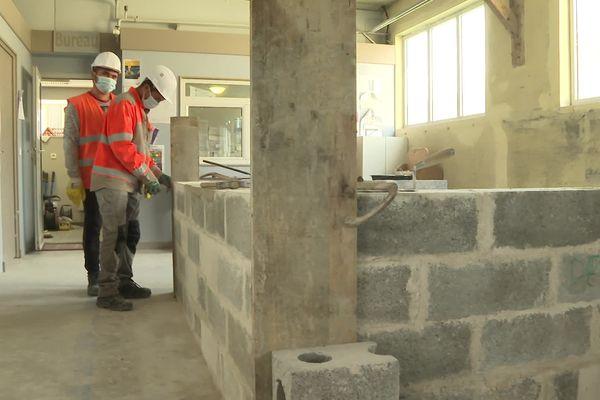 Une formation en maçonnerie de 3 mois à l'AFPA de Langueux. Elle permettra à des réfugiés de s'insérer et à des secteurs en manque de main d'œuvre de trouver du personnel qualifié.