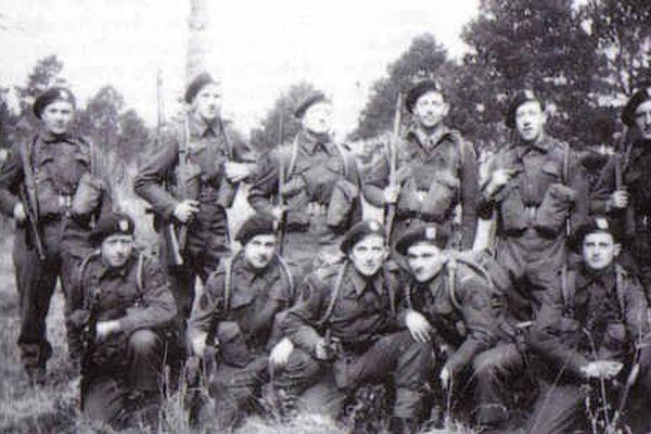 François Andriot en bas à droite avec ses camarades de la K Gun