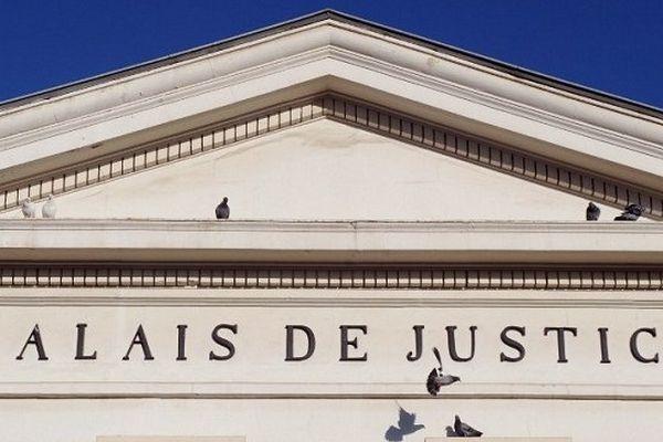 Le fronton du Palais de Justice de Saint-Gaudens.