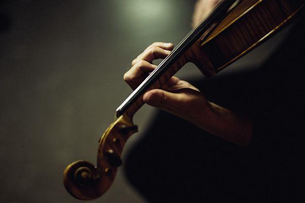 Les musiciens de l'Orchestre National de Lyon vont proposer à parti du 9 juin 2020 des concerts, en formation réduite, dans les établissements accueillant des personnes âgées et isolées à Lyon.