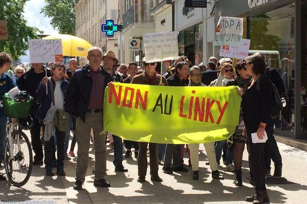 La manifestation contre les compteurs Linky à Niort ce samedi 20 mai 2017.