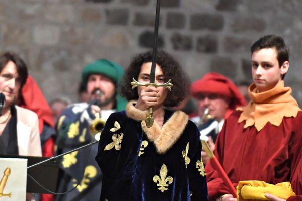 La remise de l'épée lors des fêtes de Jeanne d'Arc 2018.
