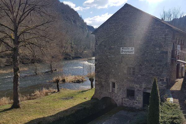 Le moulin de Braynant est le dernier moulin en activité sur la Sioule.