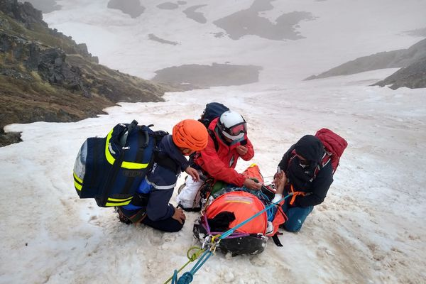 Le peloton de gendarmerie des Pyrénées-Orientales est intervenu ce dimanche pour sauver un homme gravement blessé à plus de 2900 mètres d'altitude - 23 mai 2021