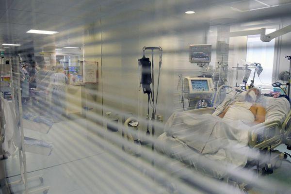 Deux nouveaux patients en réanimation vont être évacués vers d'autres hôpitaux.