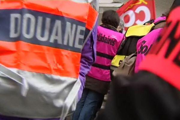 Des douaniers lors d'une manifestation le 21 janvier 2014 en Bourgogne