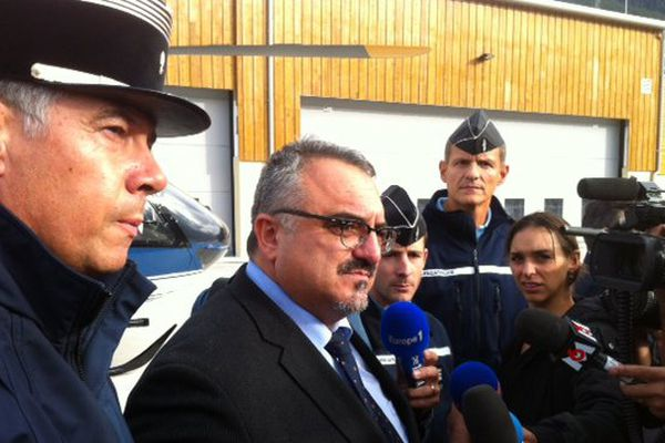 Le préfet des Hautes-Alpes, Pierre Besnard, au cours d'une conférence de presse à Briançon.