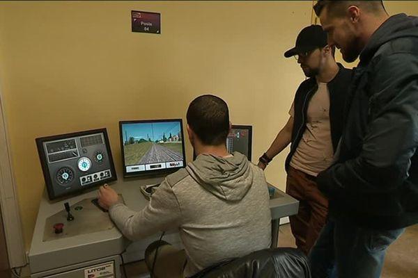 Avant de prendre réellement les commandes d'un TER, les apprentis s'initient grâce à la conduite virtuelle.