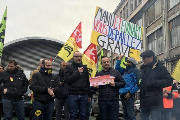 Le montant du chèque remis aux salariés de la gare de Lyon s'élève à 50 000 euros.