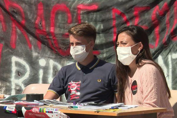 Malgré l'agression dont ont été victimes des étudiants du syndicats Solidaires mardi 1er septembre, le stand a été réinstallé ce mercredi sur le campus de Nice.