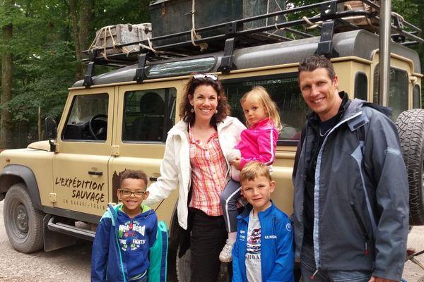 Noah, 6 ans, à gauche de la photo, accueilli par la famille Nippert, a adoré ses vacances en Alsace