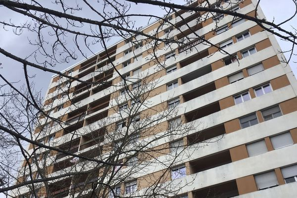 Remise aux normes, isolation : de nombreux copropriétés se dégradent. A Moulins (03), les copropriétaires de logement peuvent bénéficier d'aides de l'Etat.