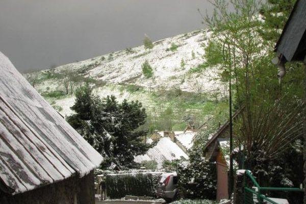 Vue depuis Saint-Honoré en Isère à 11 heures avec 2 degrés et de la neige comme annoncé