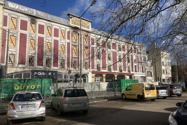 Après d'importants travaux pour sécuriser le bâtiment, la rue Beauvais devrait à nouveau être ouverte à la circulation mi-février.