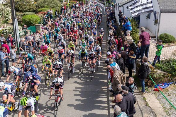 Le peloton du Tour de Bretagne 2018